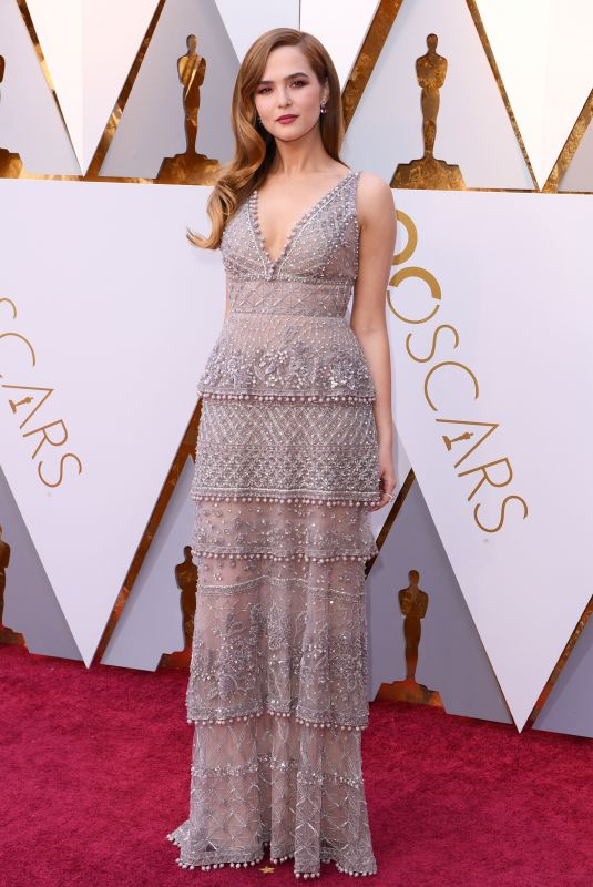 zoey-deutch-at-oscar_thesun.jpg
